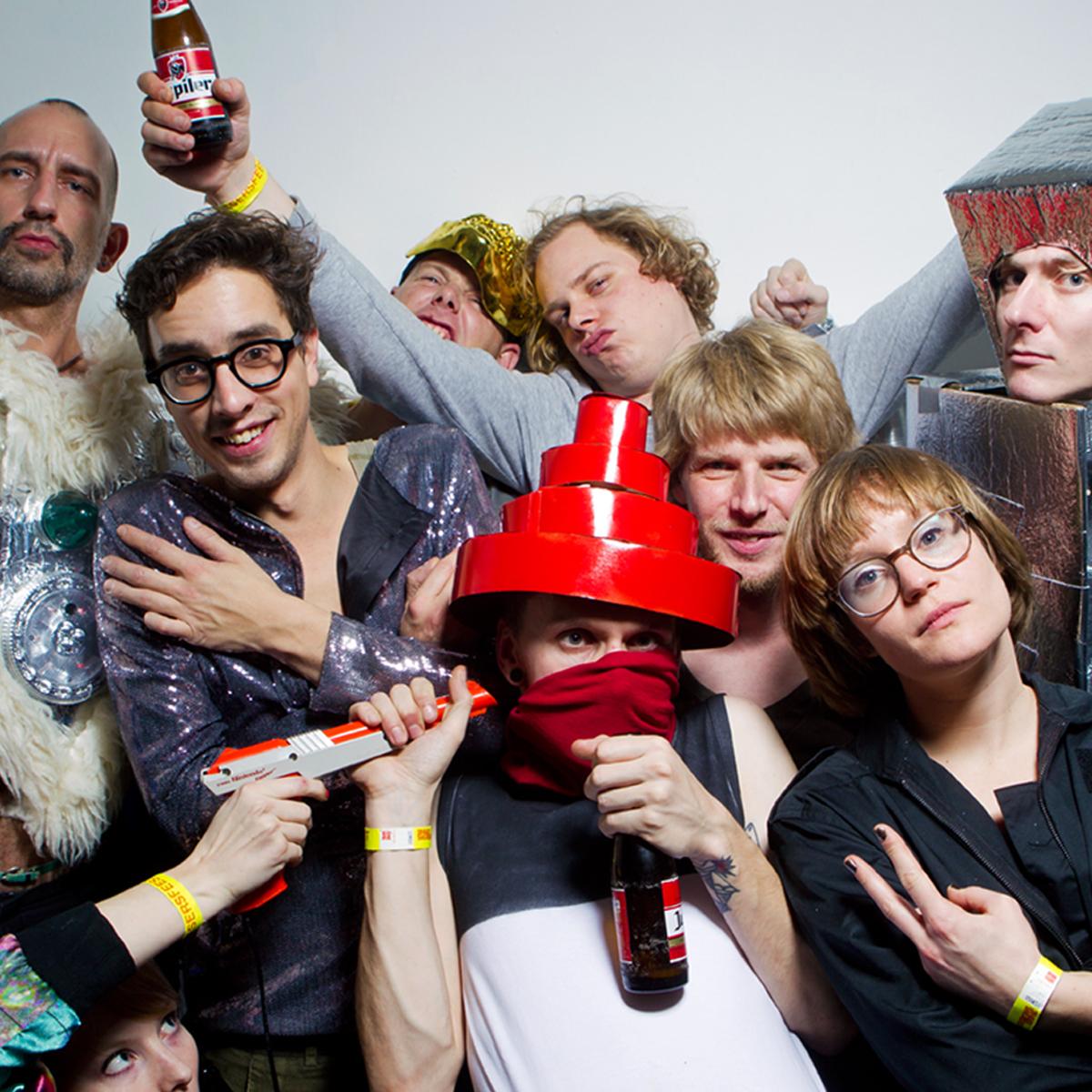 SingerSweatShop crew. Picture by Aad Hoogendoorn